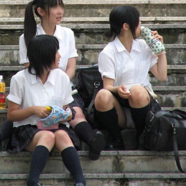 JCJKパンモロ三角ゾーンシミパンチラ盗撮エロ画像8枚目