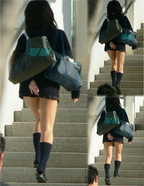 ミニスカJCJKの階段下から見上げるパンチラ盗撮エロ画像2枚目