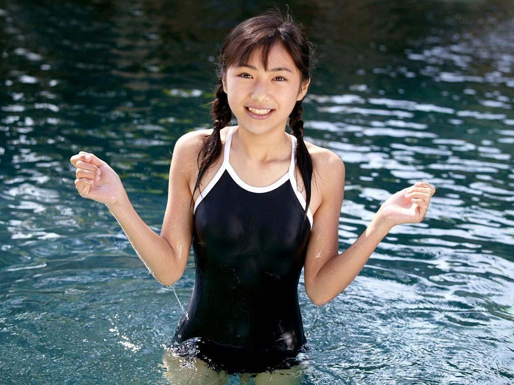 スク水競泳水着フィット勃起乳首ワレメまんこエロ画像8枚目