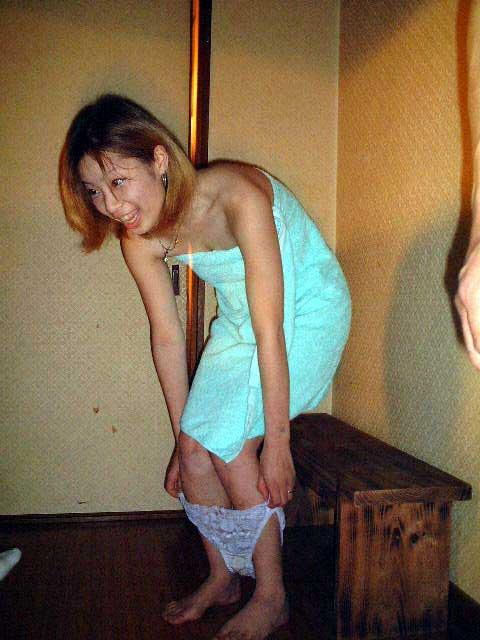 酔ったオヤジにエロイ事をされているピンクコンパニオン画像34枚目