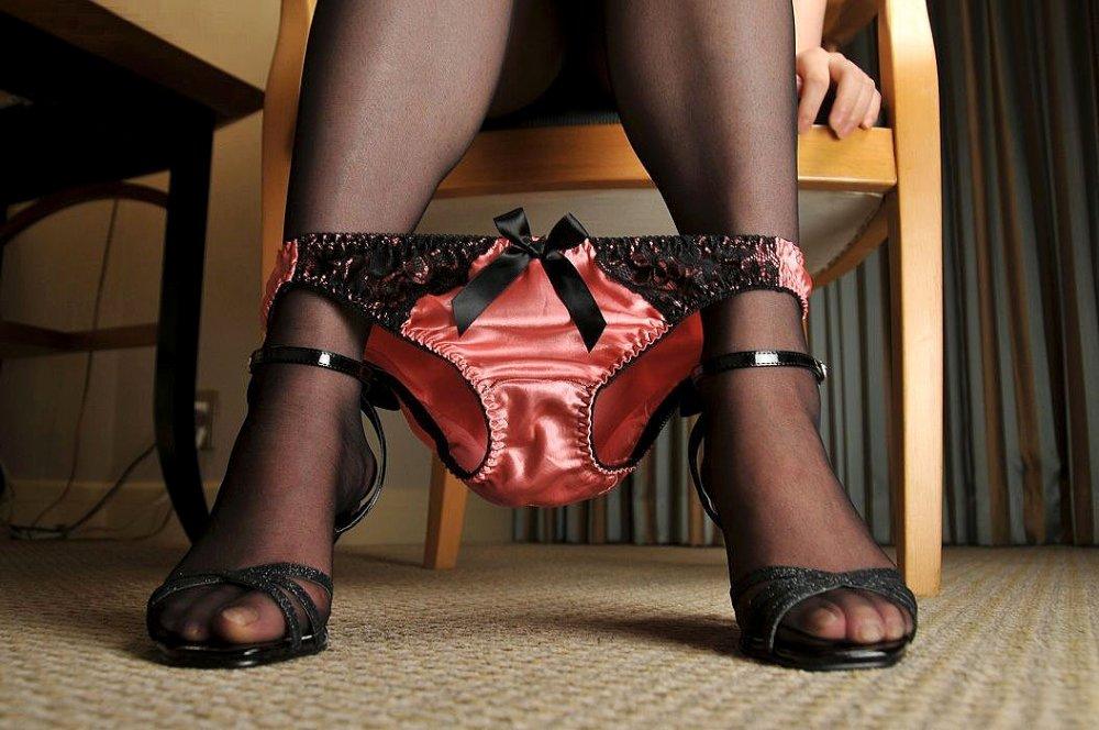 痴女なドS女性の脱ぎかけ蒸れパンティー下着画像16枚目