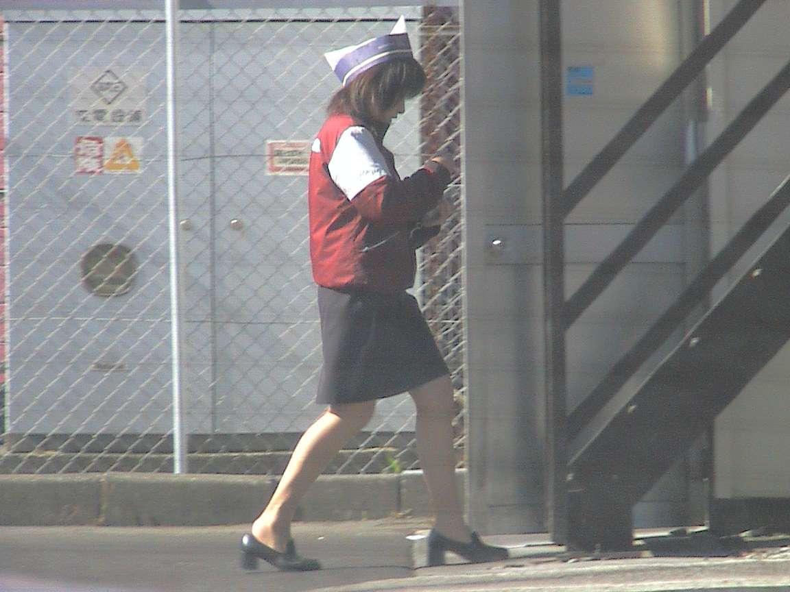 マクドナルド店員のミニスカ制服のエロ写メ流出画像3枚目