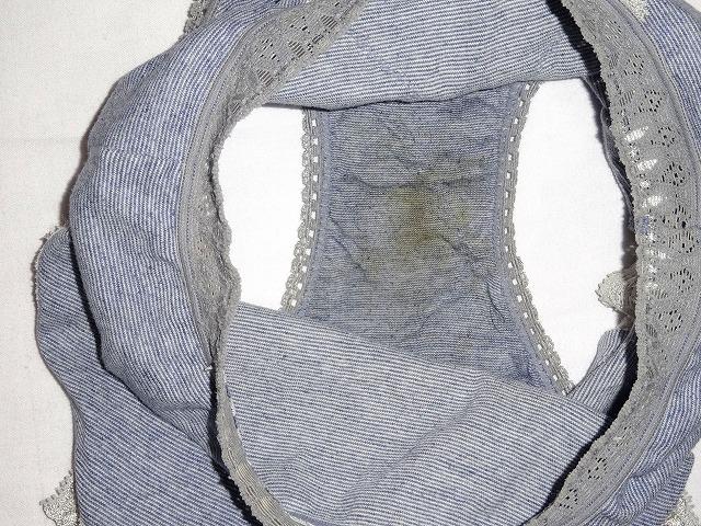 姉妹オナニーシミ付き下着洗濯前盗撮エロ画像6枚目