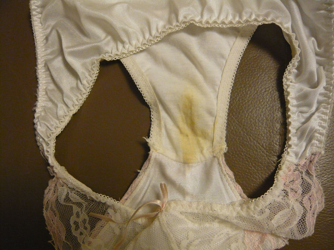 姉妹オナニーシミ付き下着洗濯前盗撮エロ画像13枚目