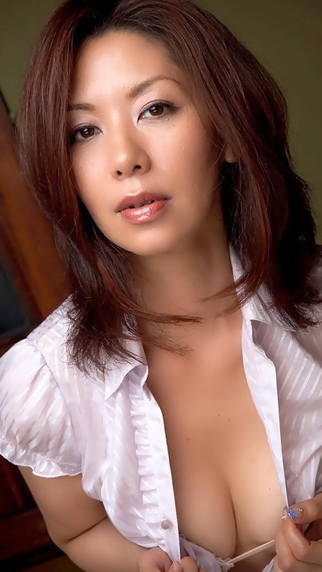 美人な若妻ママさん熟女垂れ乳黒乳首のエロイ画像3枚目