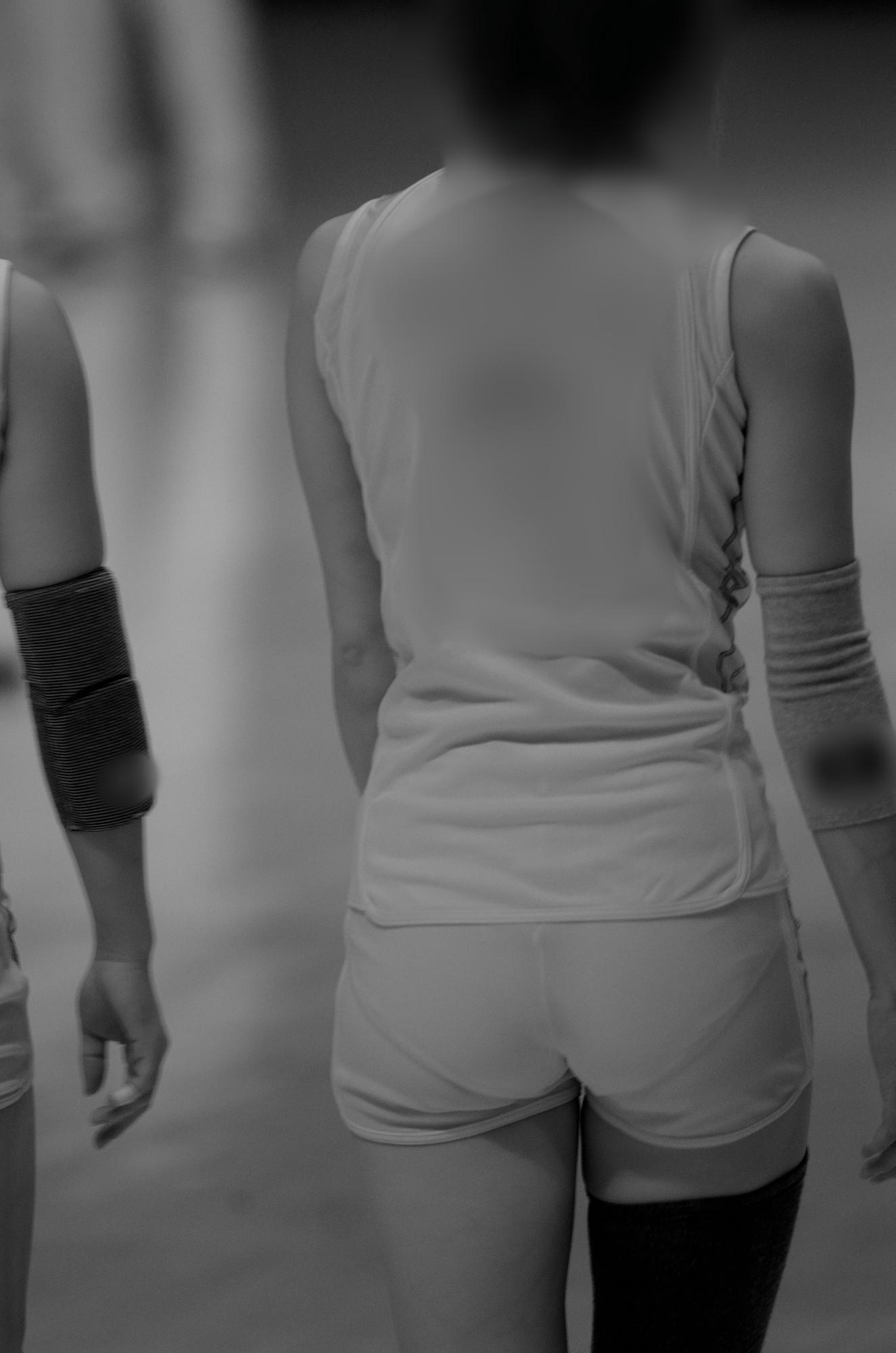 スポーツ女子のおま○こやマン毛丸見えの赤外線盗撮エロ画像8枚目
