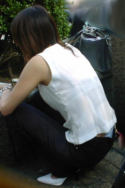 ローライズTバック半ケツパンチラ盗撮エロ写メ画像2枚目