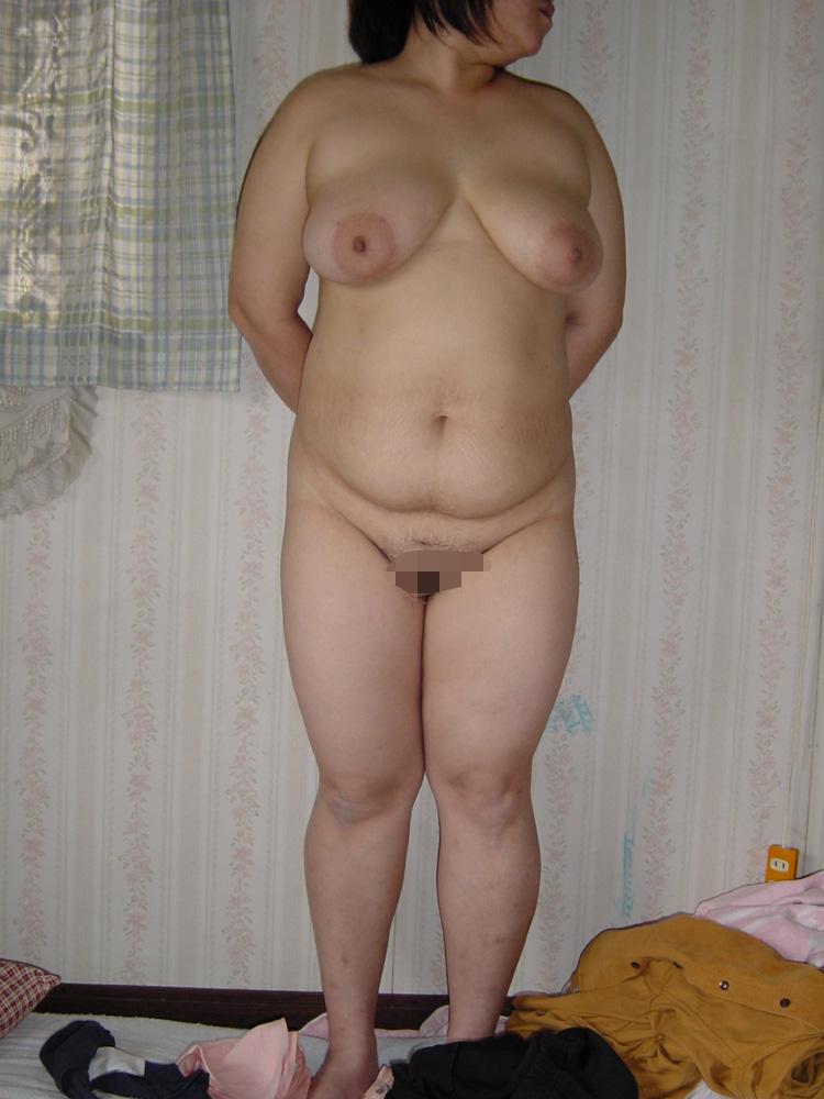 デブ熟女と色白ぽっちゃりグラドルエロ写メ画像16枚目