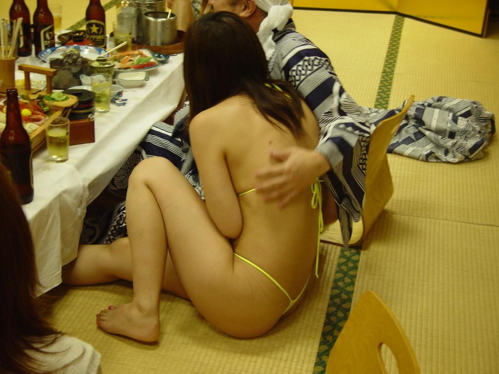 宴会泥酔ピンクコンパニオン陵辱盗撮エロ写メ画像3枚目