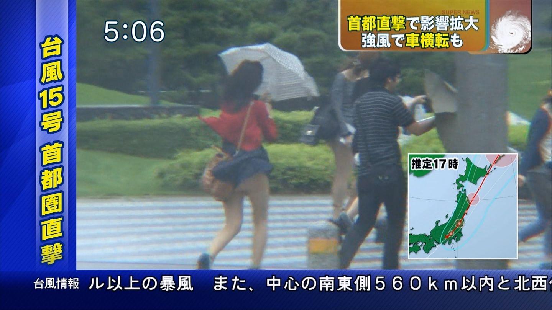 アイドル達の三角パンチラ連発ハプニングのお宝流出エロ画像4枚目
