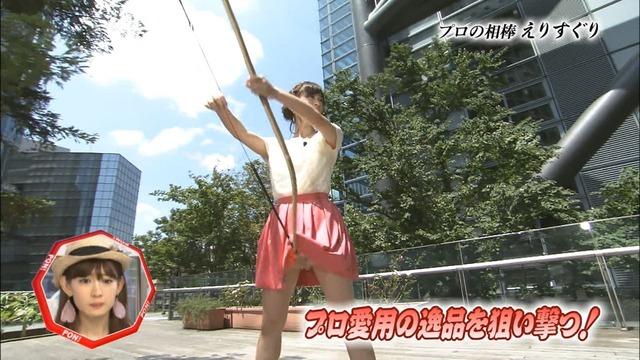 アイドル達の三角パンチラ連発ハプニングのお宝流出エロ画像6枚目