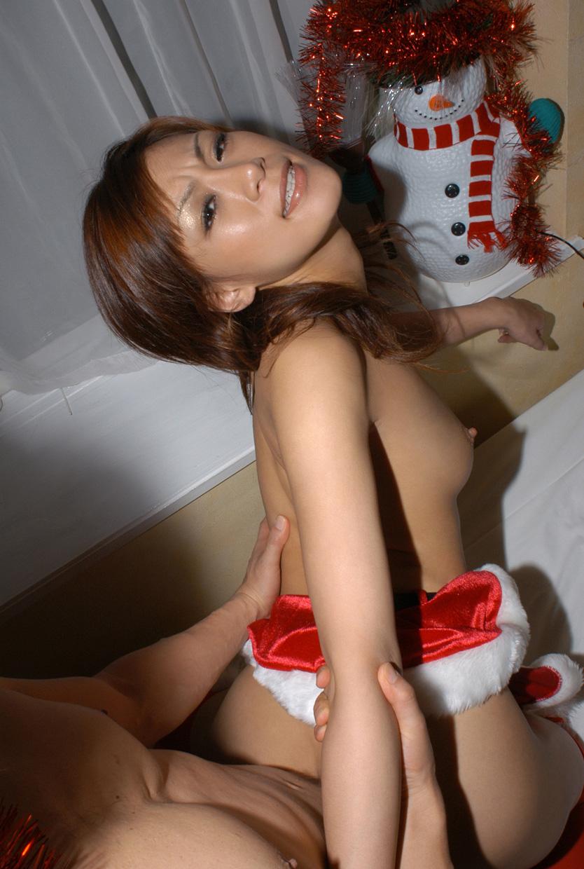 巨乳エロコスプレ娘と着衣セックスエロ画像12枚目