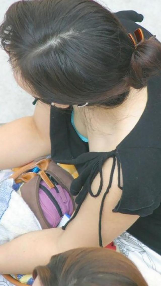 フリマ人妻熟女胸チラブラチラ盗撮写メエロ画像3枚目