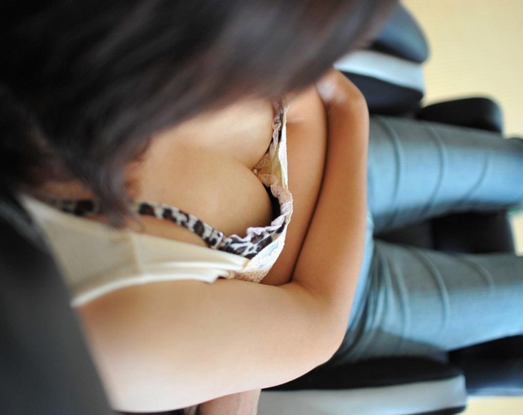 フリマ人妻熟女胸チラブラチラ盗撮写メエロ画像12枚目