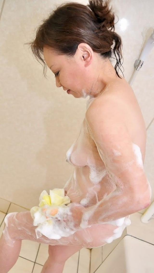 美熟女や人妻達の全裸や半裸ヌード調教のマニア撮り写メ流出エロ画像12枚目