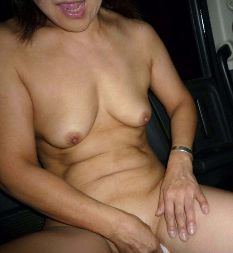 むっちり垂れ乳熟女の車内援交エロ写メ画像流出1枚目