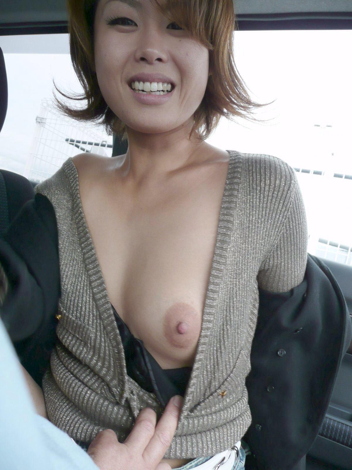 むっちり垂れ乳熟女の車内援交エロ写メ画像流出3枚目