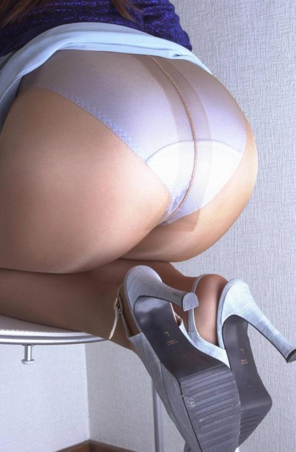 ムチムチ熟女ノーパンパンスト巨尻エロ画像3枚目