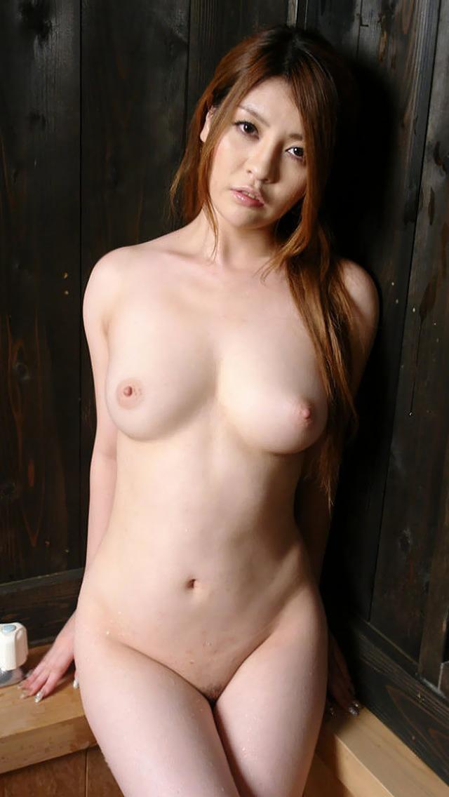 巨乳人妻や美乳熟女の半裸着衣ヌード写メエロ画像13枚目