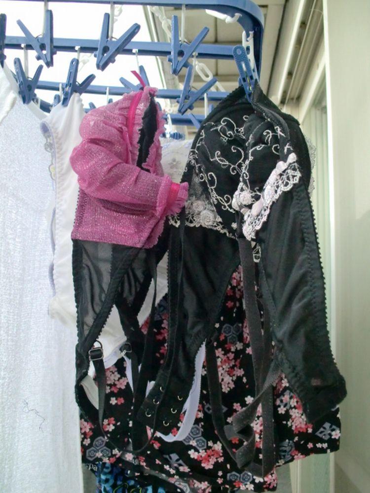 ベランダの妹下着を盗撮し盗む下着泥棒エロ画像14枚目