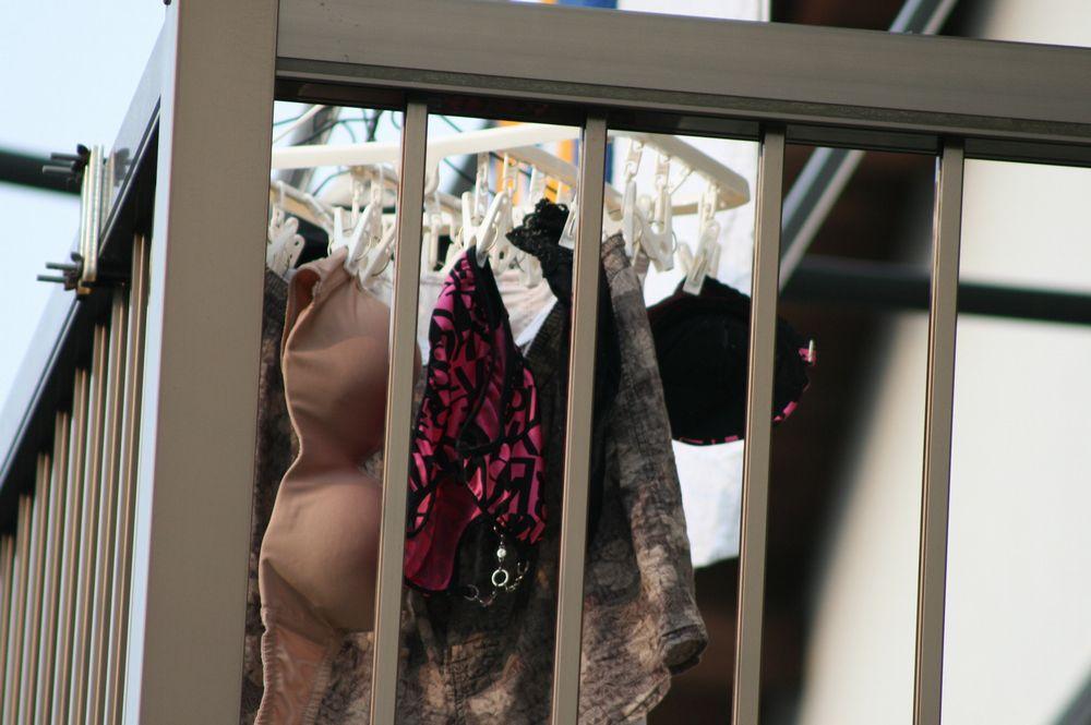 ベランダの妹下着を盗撮し盗む下着泥棒エロ画像16枚目