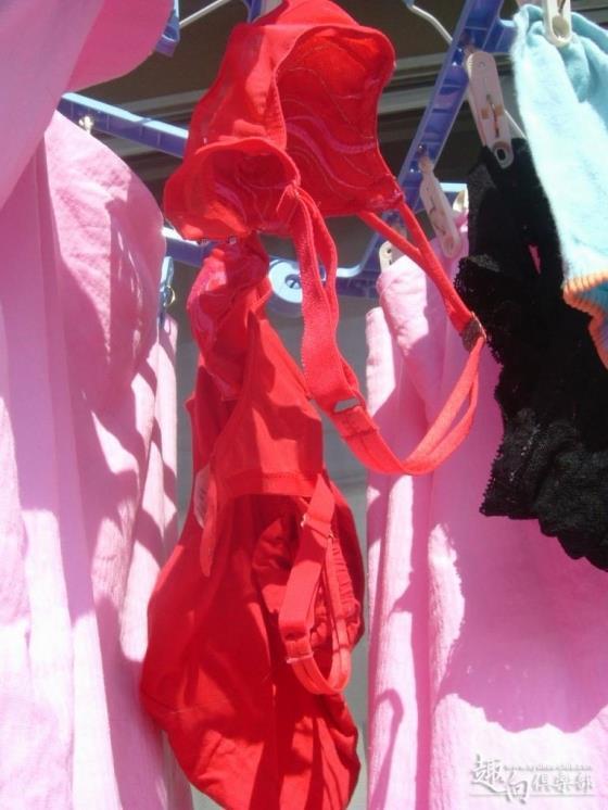 ベランダのサテン下着やロリパンツ盗撮写メエロ画像6枚目