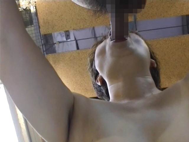 顔出し熟女人妻調教中の口内射精フェラエロ画像7枚目
