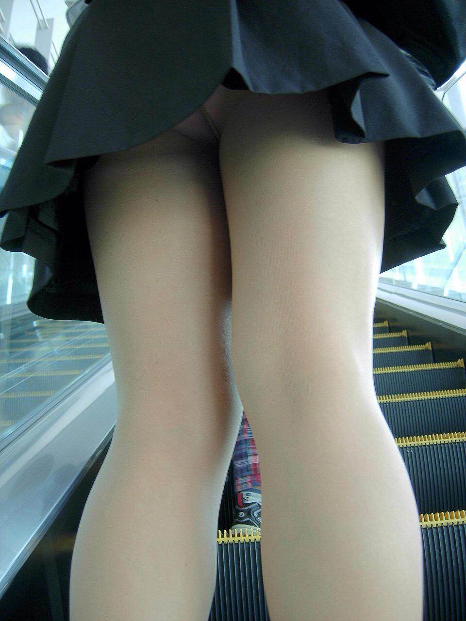 生理中しましまパンツ階段下jk盗撮エロ画像10枚目