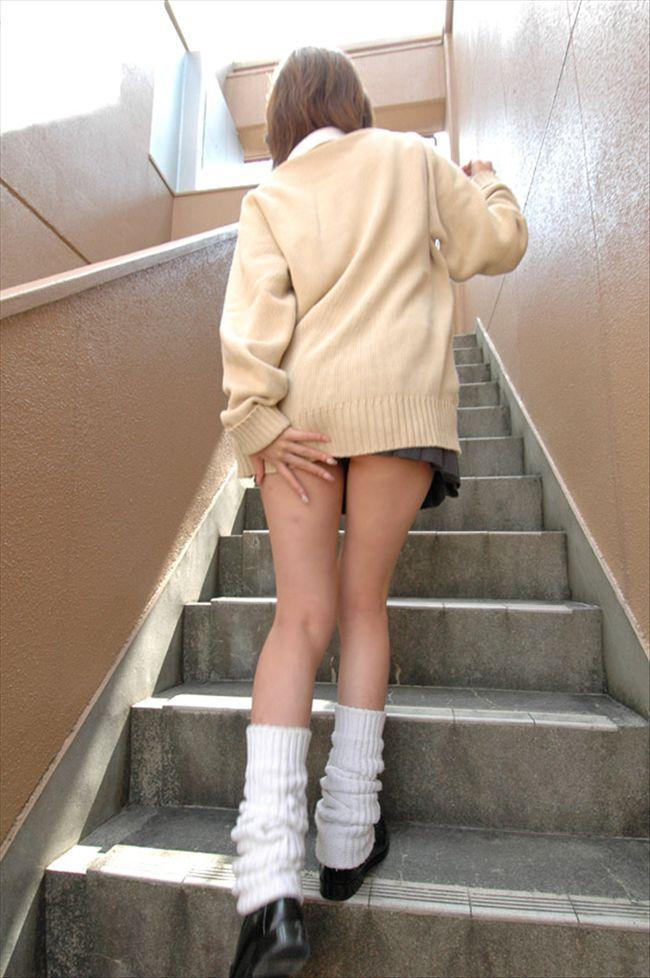 階段下ミニスカjk純白パンティ盗撮写メエロ画像15枚目