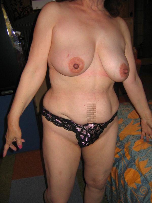 剛毛爆乳垂れ乳デブ熟女ラブホハメ撮り盗撮エロ画像4枚目