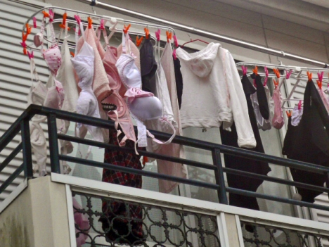 ベランダの熟女フルバックパンティ下着盗撮エロ画像14枚目
