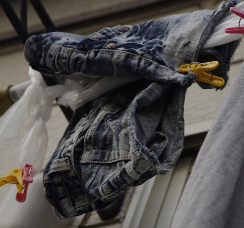 jcjkベランダの純白ロリパンツ下着盗撮エロ画像5枚目