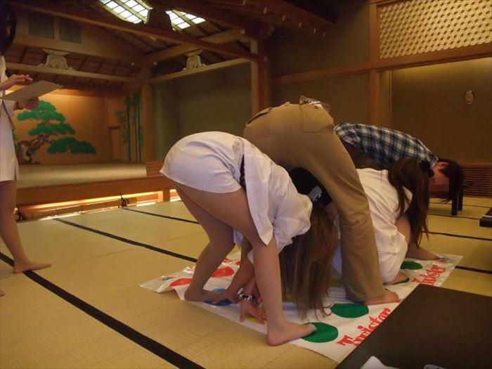 温泉熟女ピンクコンパニオン集団レイプエロ画像12枚目