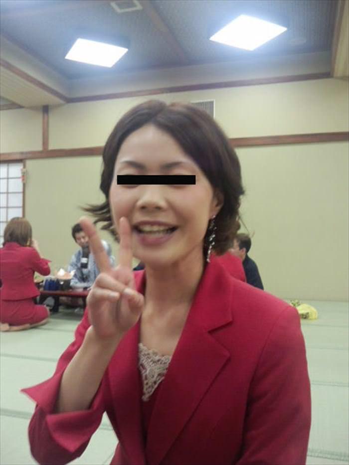 バツイチ熟女ピンクコンパニオン本番エロ画像9枚目