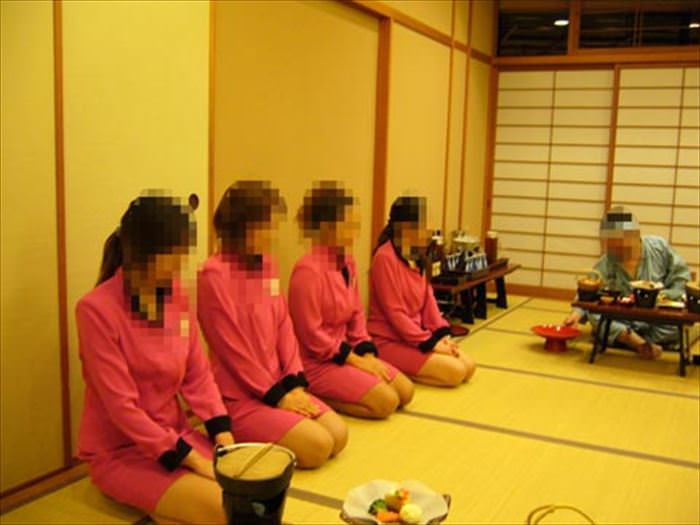 バツイチ熟女ピンクコンパニオン本番エロ画像10枚目
