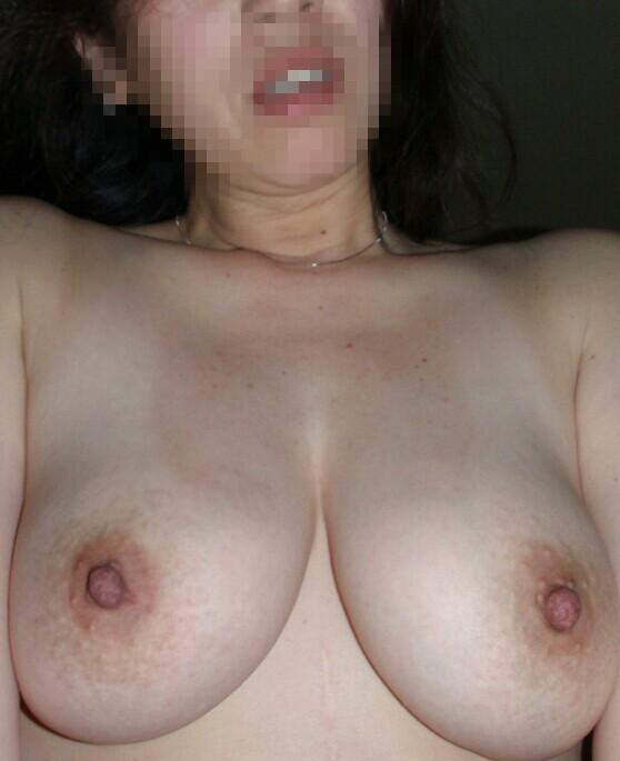 肥大黒乳首の爆乳デブ熟女の写メエロ画像流出14枚目