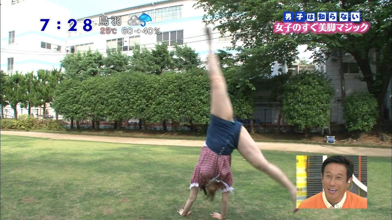 女子アナ芸能人おっぱいポロリ盗撮エロ画像2枚目