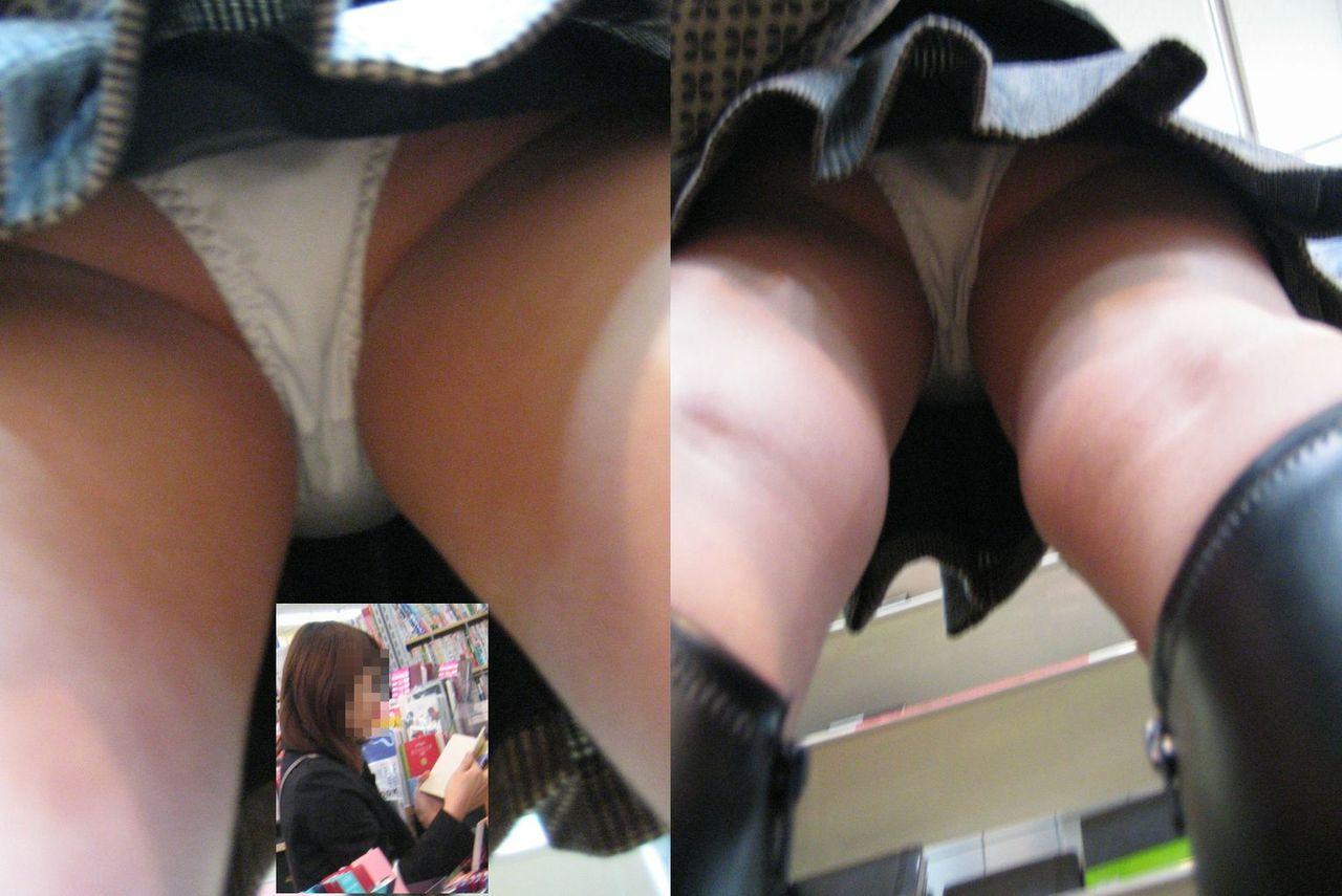 巨乳女子大生のミニスカ逆さパンチラ盗撮エロ画像5枚目