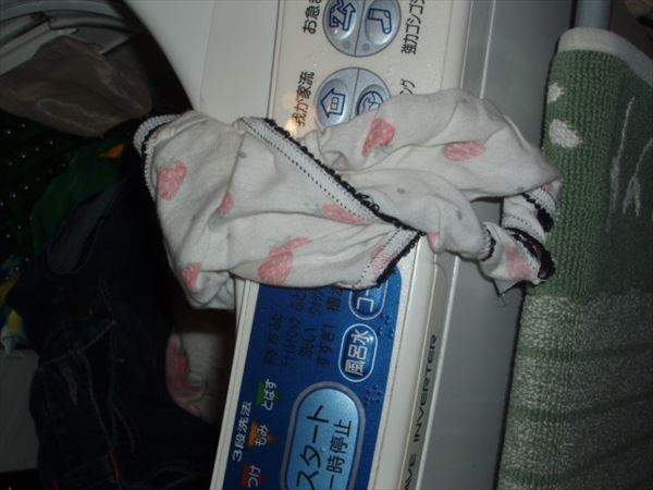 jk妹のクロッチ汚れ洗濯機の中の下着盗撮エロ画像10枚目