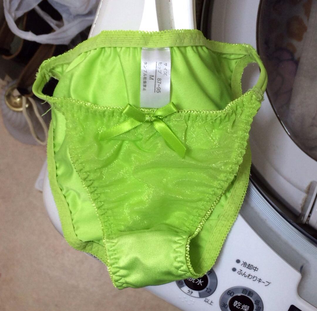 クロッチの生理汚れロリパンツ洗濯機の中の下着盗撮8枚目