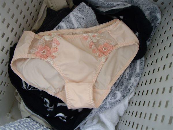 クロッチの生理汚れロリパンツ洗濯機の中の下着盗撮15枚目
