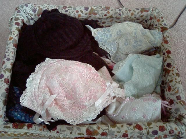 処女を捨てた妹のタンスの中のサテン下着盗撮エロ画像8枚目