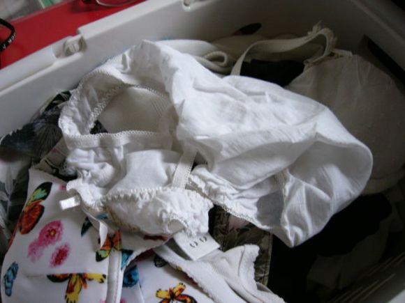 嫁のフルバックパンティ洗濯機の中下着盗撮エロ画像3枚目