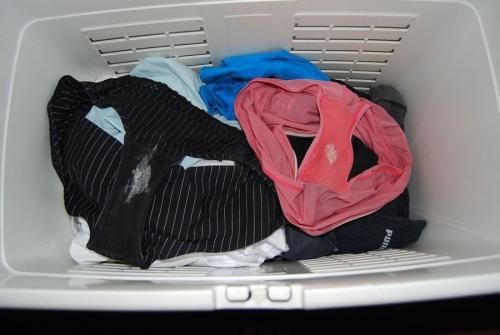 嫁のフルバックパンティ洗濯機の中下着盗撮エロ画像12枚目