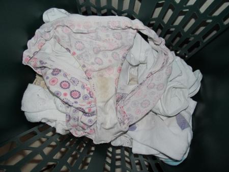 jk妹のいちごパンツ洗濯機の中の下着盗撮エロ画像8枚目