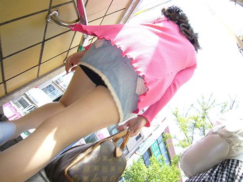 ミニスカ女子大生の階段下パンチラ盗撮エロ画像12枚目