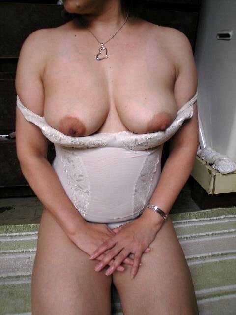 顔射されてアクメする爆乳熟女ラブホ不倫エロ画像16枚目