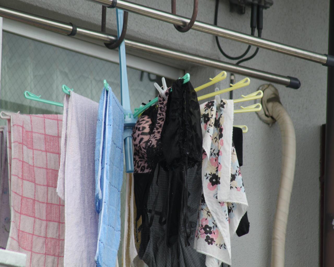 古い一軒家に住むjk妹のベランダの純白下着盗撮エロ画像5枚目