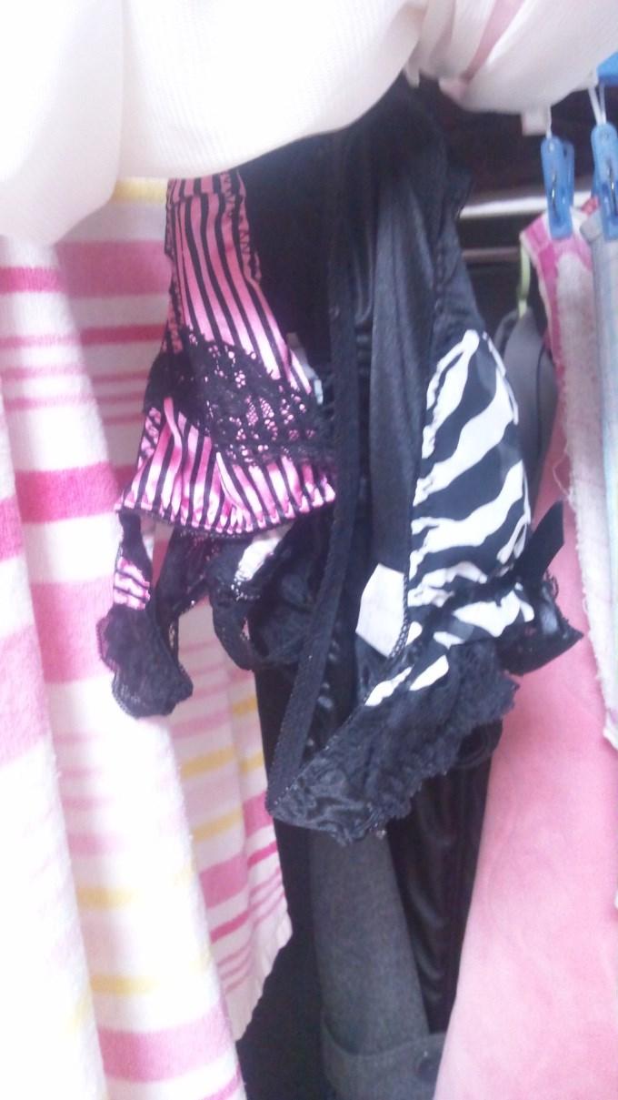 早熟jk妹の爆乳ブラジャーベランダの下着盗撮エロ画像12枚目