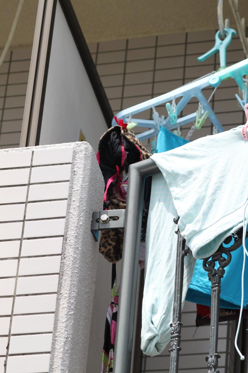 ベランダのピンクパンティ姉妹下着盗撮エロ画像10枚目